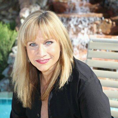 Connie Breeze Headshot